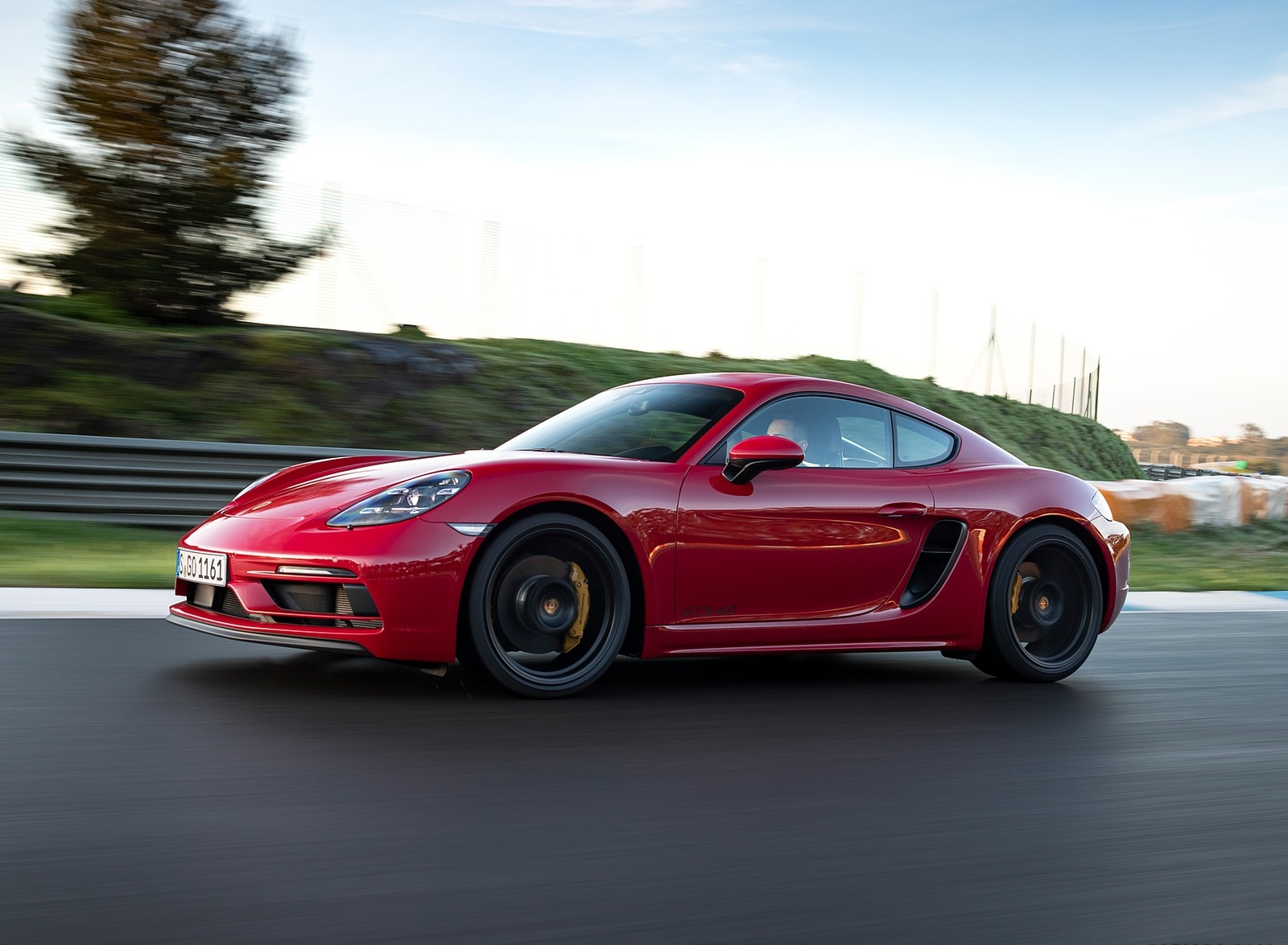2020 Porsche 718 Cayman GTS 4.0 (Color: Carmine Red) Front Three-Quarter Wallpapers (5)