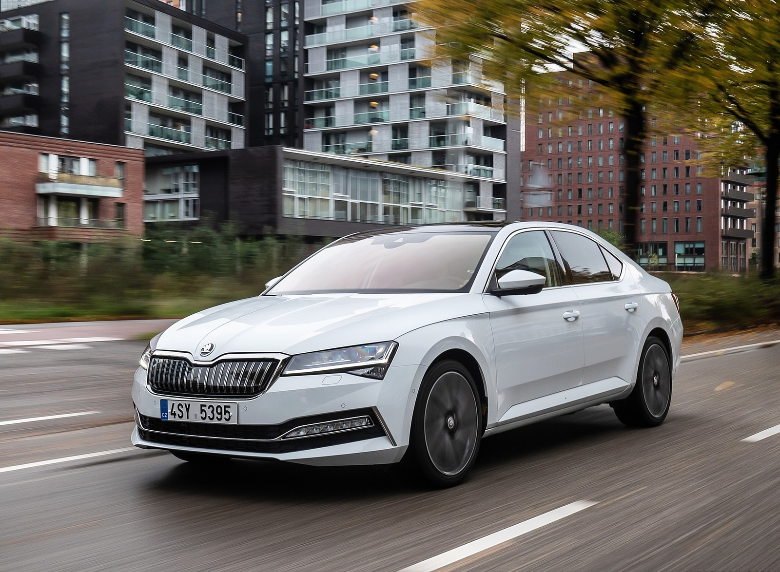 2020 Skoda Superb iV Plug-In Hybrid Front Three-Quarter Wallpapers (2)