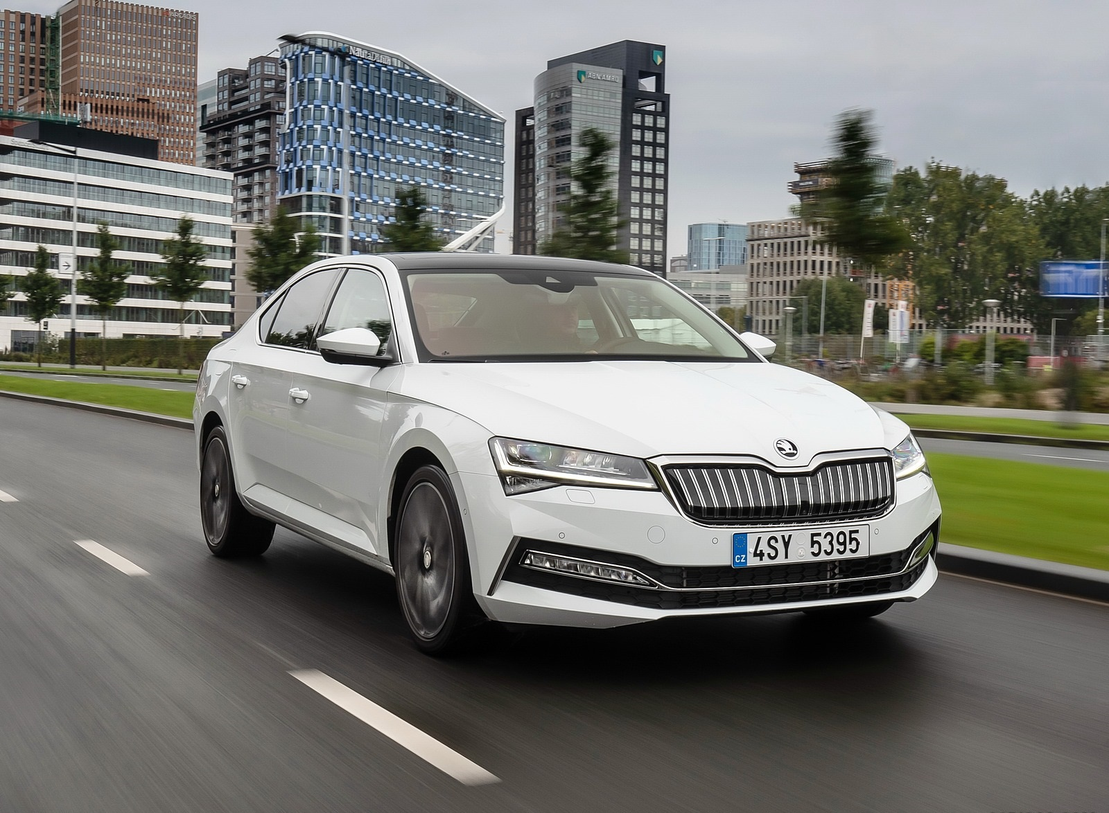 2020 Skoda Superb iV Plug-In Hybrid Front Three-Quarter Wallpapers (4)