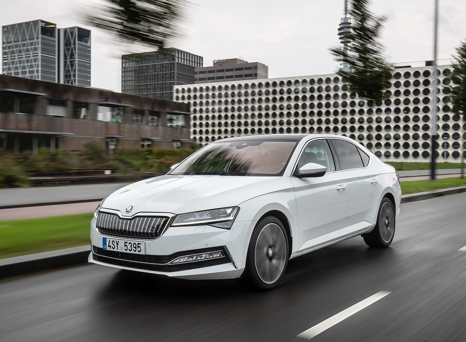 2020 Skoda Superb iV Plug-In Hybrid Front Three-Quarter Wallpapers (5)
