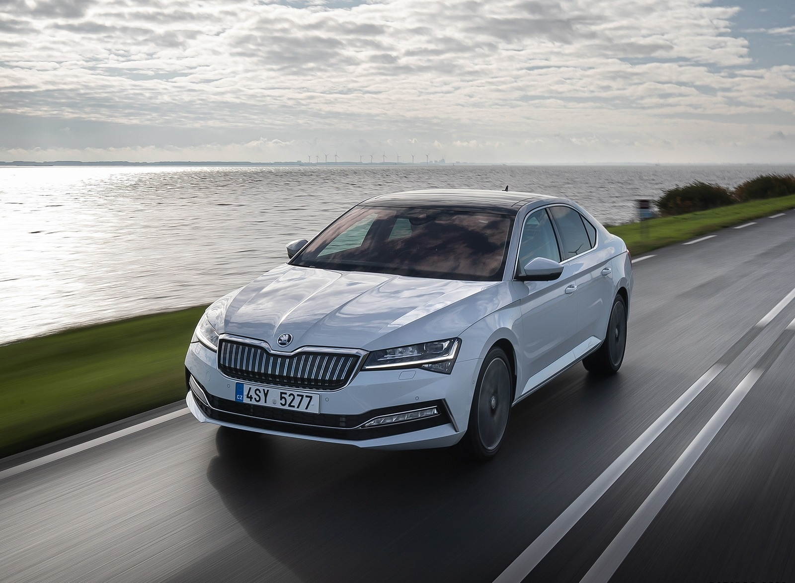 2020 Skoda Superb iV Plug-In Hybrid Front Three-Quarter Wallpapers (1)