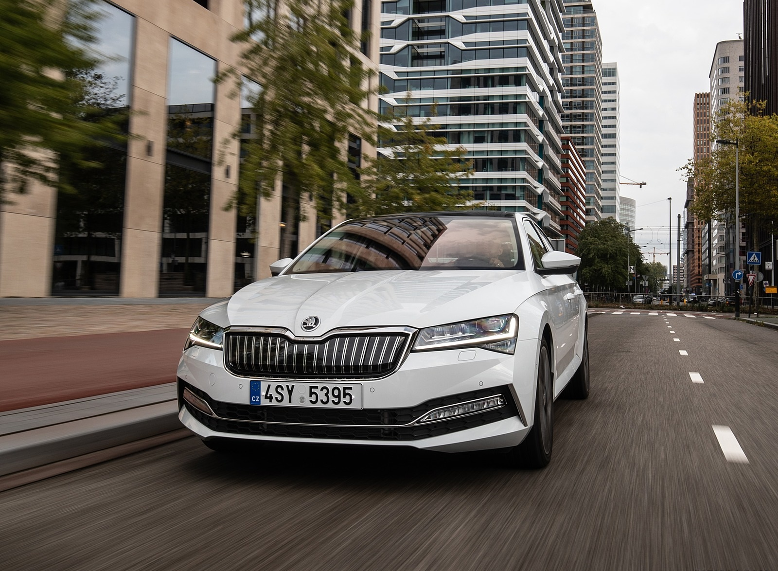 2020 Skoda Superb iV Plug-In Hybrid Front Wallpapers (7)
