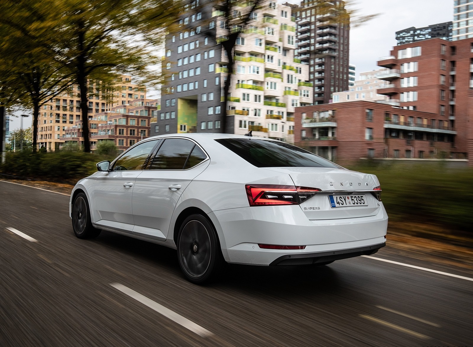 2020 Skoda Superb iV Plug-In Hybrid Rear Three-Quarter Wallpapers (8)