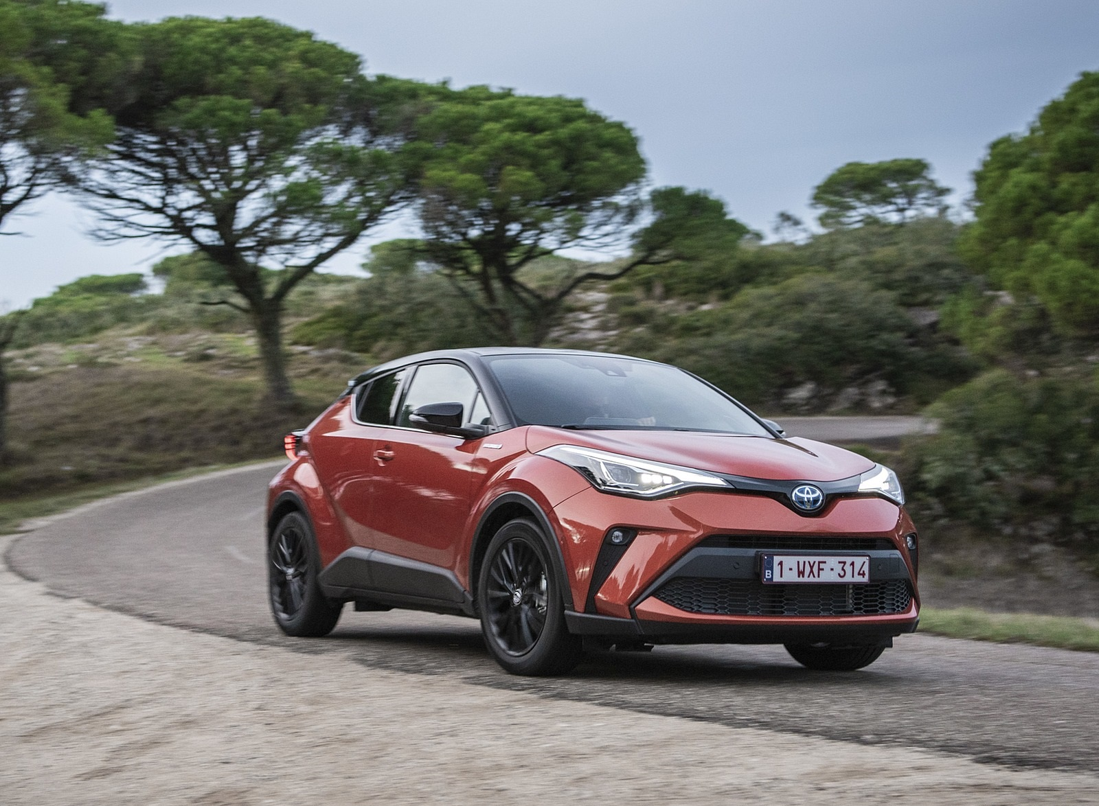 2020 Toyota C-HR Hybrid (Euro-Spec) Front Three-Quarter Wallpapers (1)