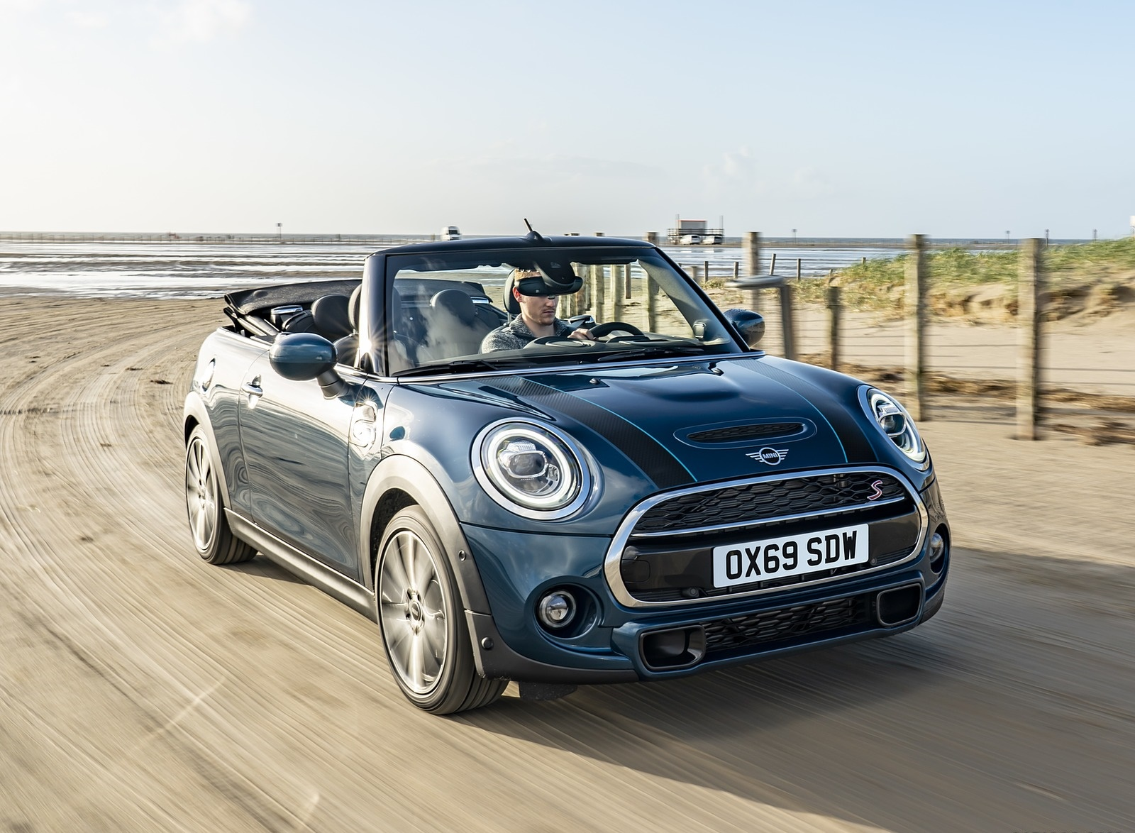 2021 MINI Convertible Sidewalk Edition Front Three-Quarter Wallpapers (2)