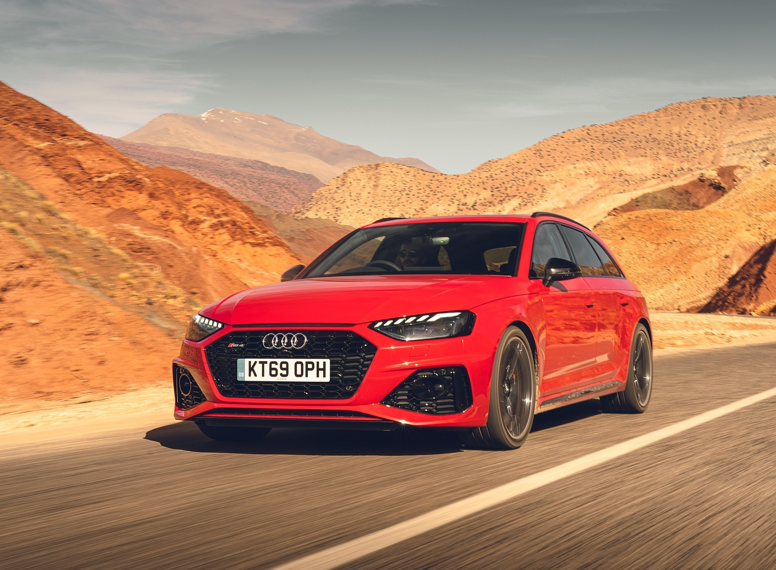 2020 Audi RS 4 Avant (UK-Spec) Front Three-Quarter Wallpapers (1)