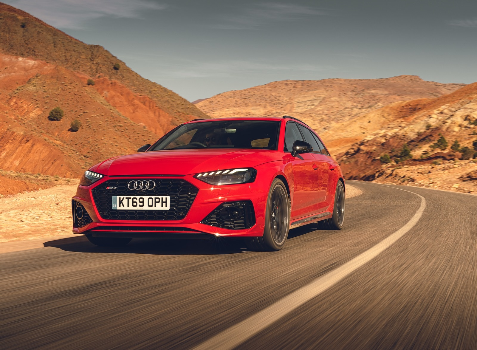 2020 Audi RS 4 Avant (UK-Spec) Front Three-Quarter Wallpapers (3)