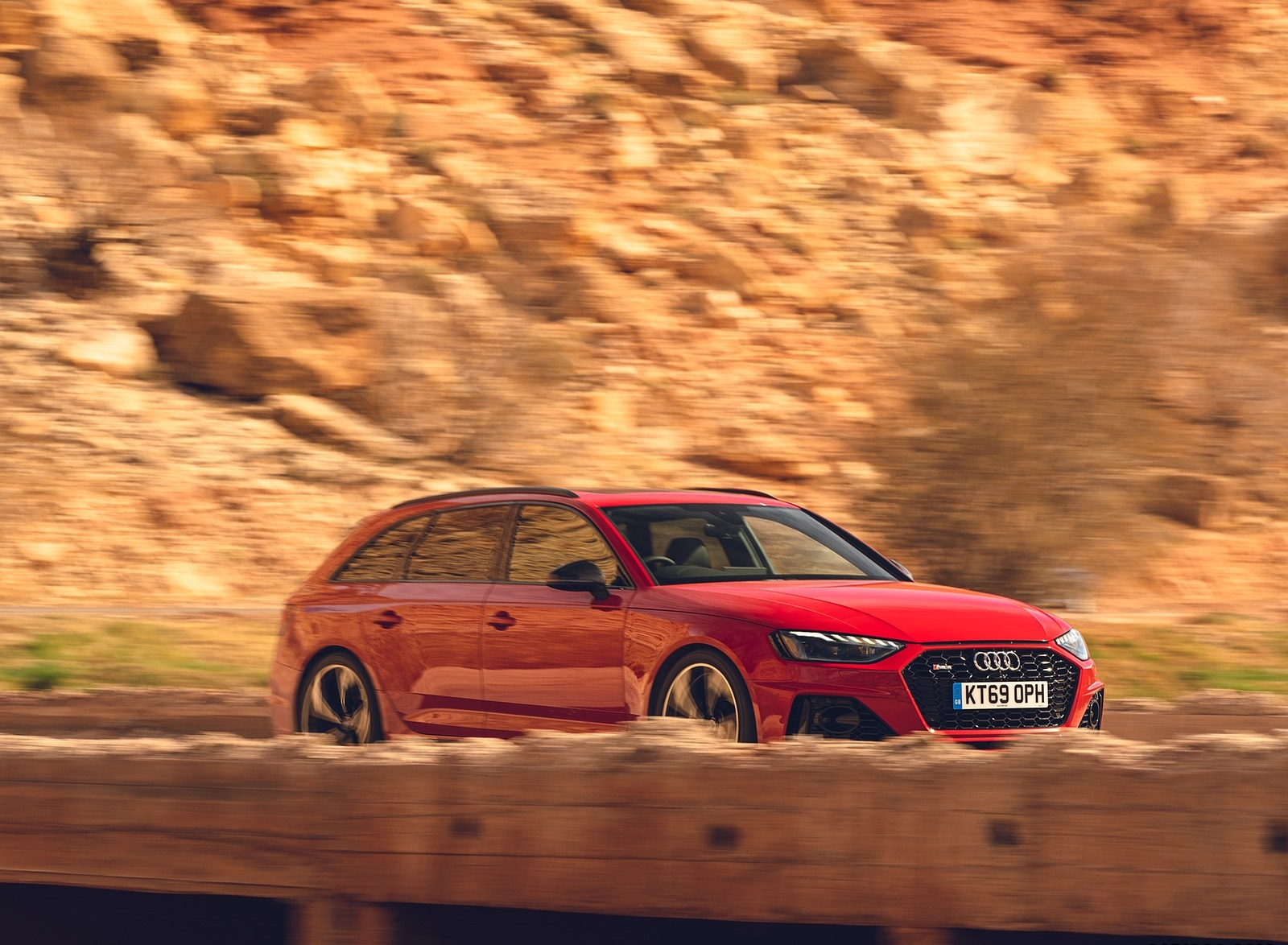 2020 Audi RS 4 Avant (UK-Spec) Front Three-Quarter Wallpapers (5)