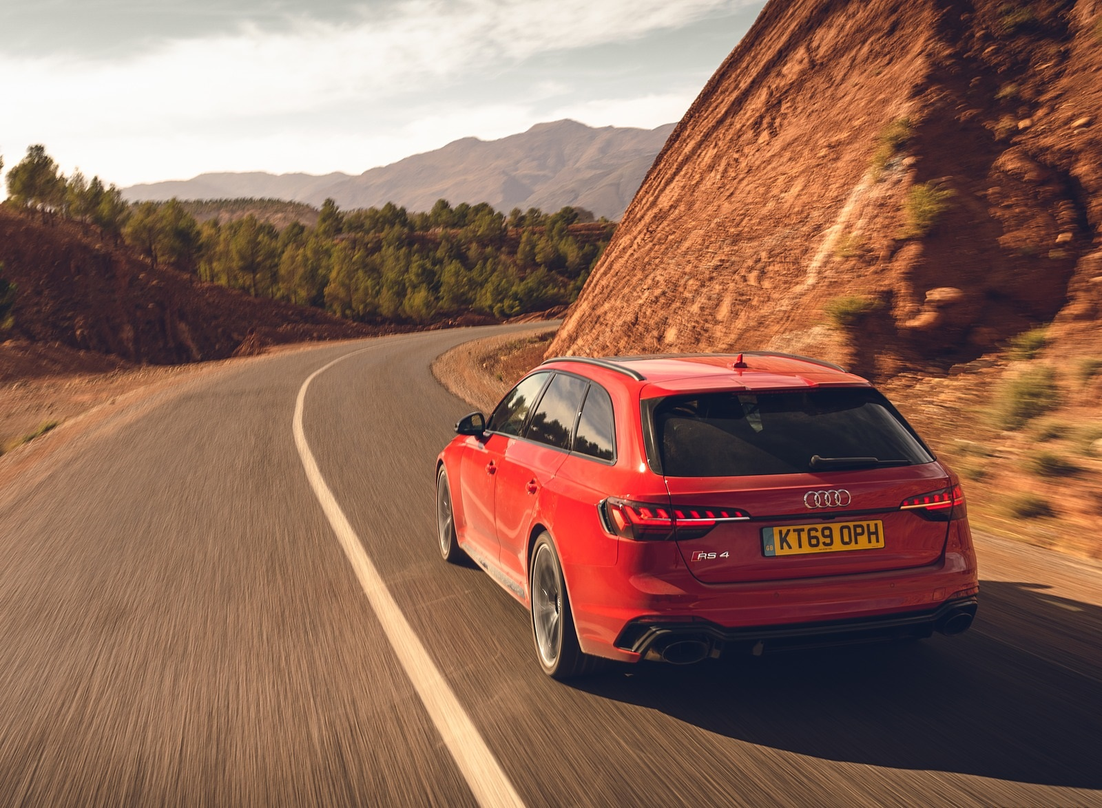 2020 Audi RS 4 Avant (UK-Spec) Rear Wallpapers (10)