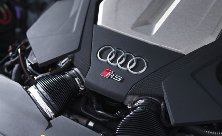 2020 Audi RS 6 Avant (UK-Spec) Engine Wallpapers 450x275 (107)