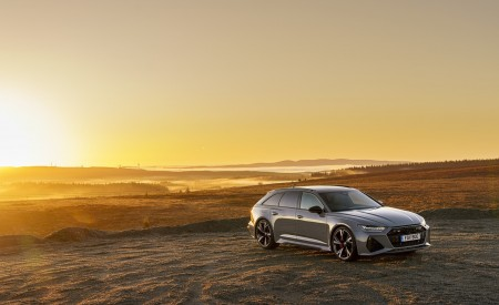2020 Audi RS 6 Avant (UK-Spec) Front Three-Quarter Wallpapers 450x275 (58)