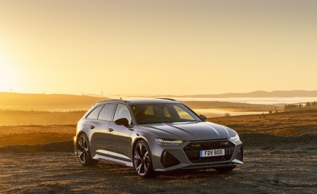 2020 Audi RS 6 Avant (UK-Spec) Front Three-Quarter Wallpapers 450x275 (59)