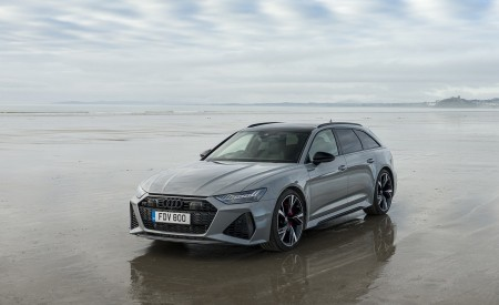 2020 Audi RS 6 Avant (UK-Spec) Front Three-Quarter Wallpapers 450x275 (54)