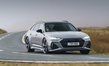 2020 Audi RS 6 Avant (UK-Spec) Front Three-Quarter Wallpapers 450x275 (25)