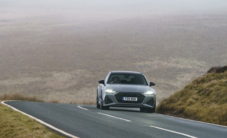 2020 Audi RS 6 Avant (UK-Spec) Front Wallpapers 450x275 (27)
