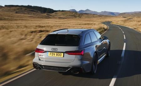 2020 Audi RS 6 Avant (UK-Spec) Rear Three-Quarter Wallpapers 450x275 (19)