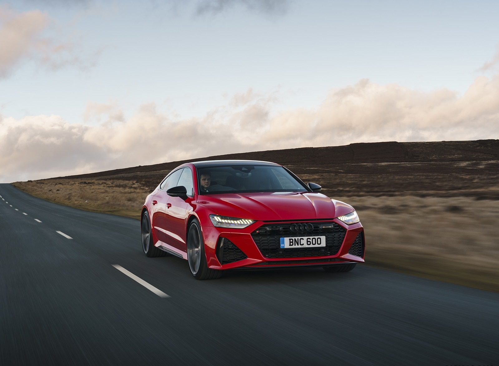 2020 Audi RS 7 Sportback (UK-Spec) Front Three-Quarter Wallpapers (4)