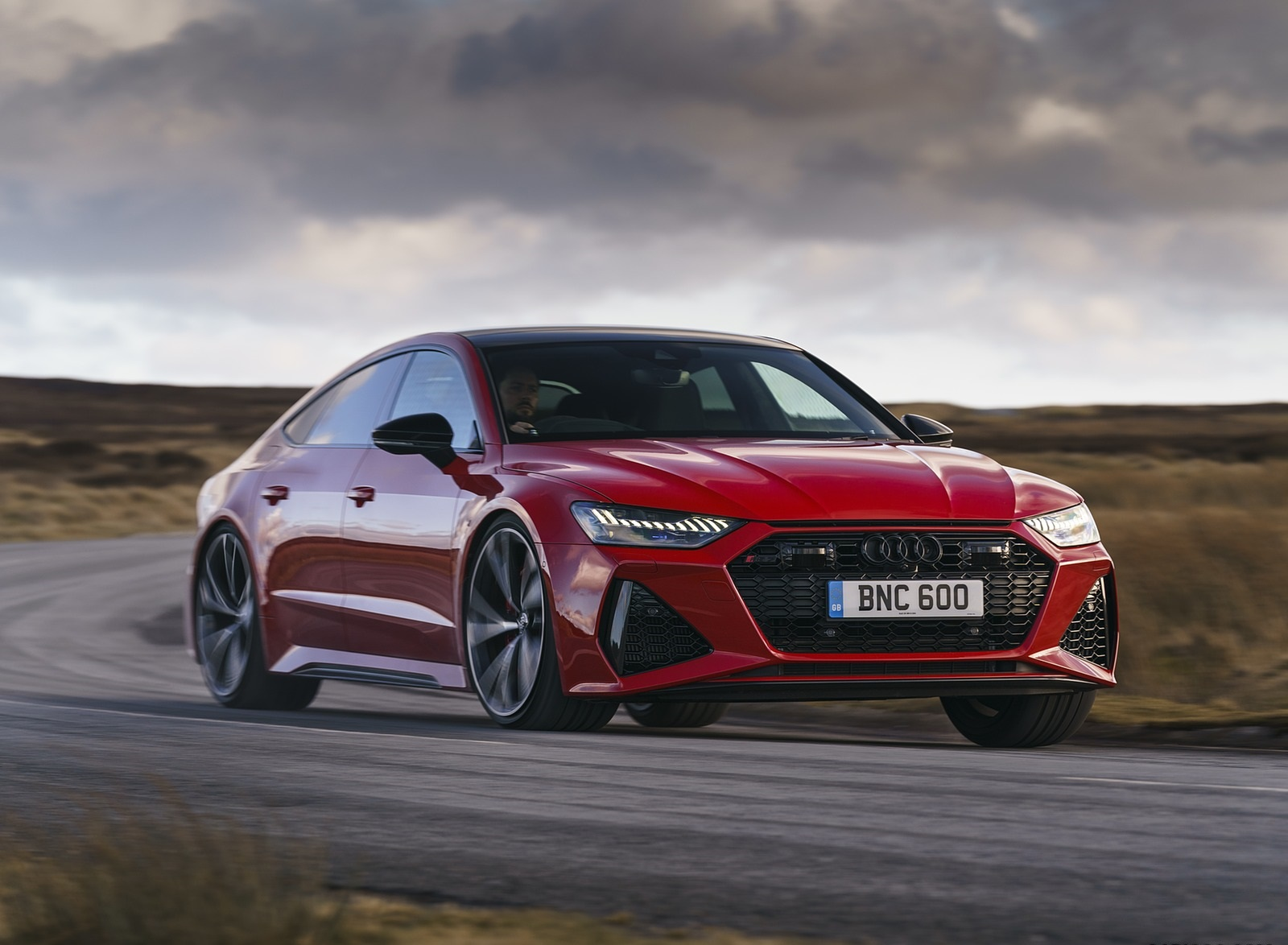 2020 Audi RS 7 Sportback (UK-Spec) Front Three-Quarter Wallpapers (5)