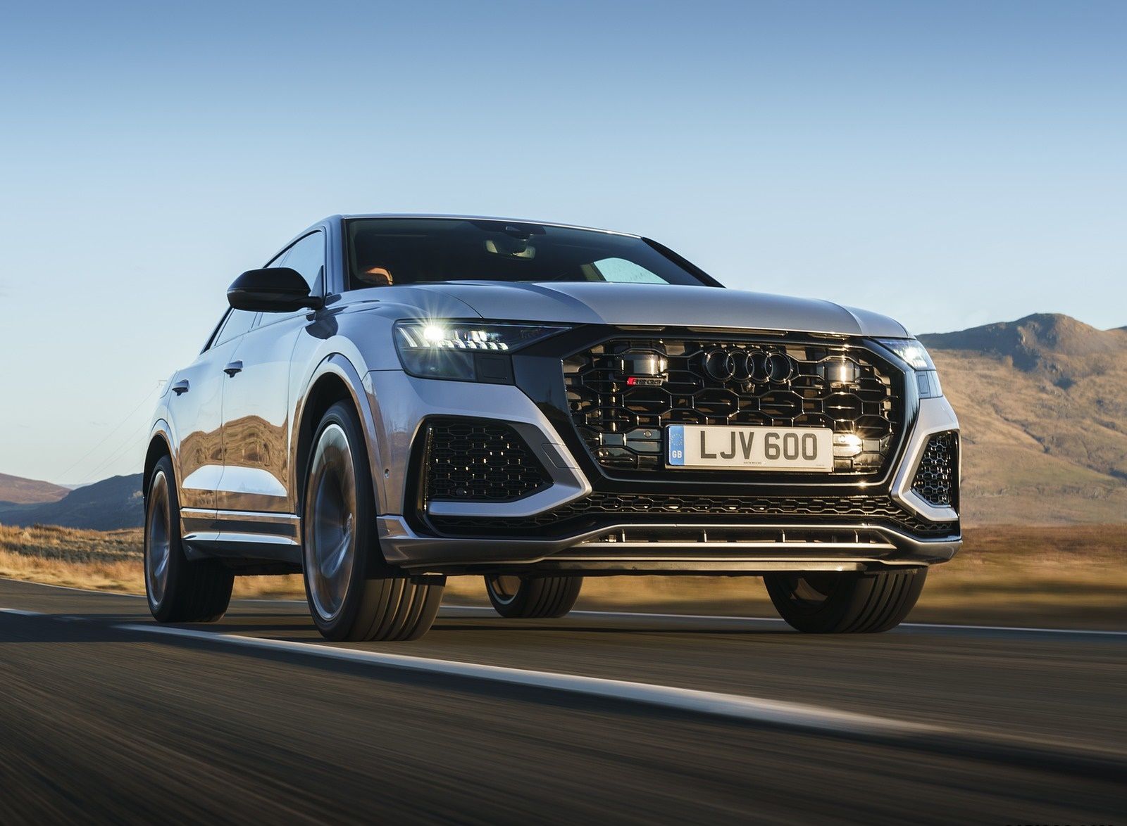 2020 Audi RS Q8 (UK-Spec) Front Three-Quarter Wallpapers (4)