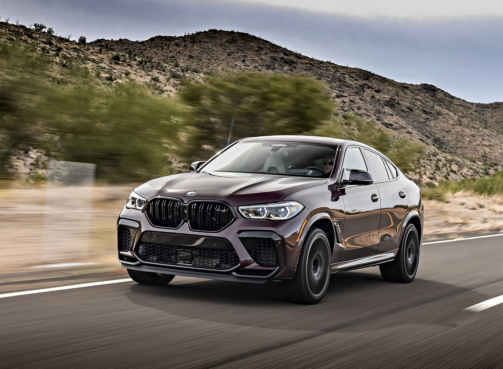 2020 BMW X6 M Competition (Color: Ametrine Metallic; US-Spec) Front Three-Quarter Wallpapers (3)