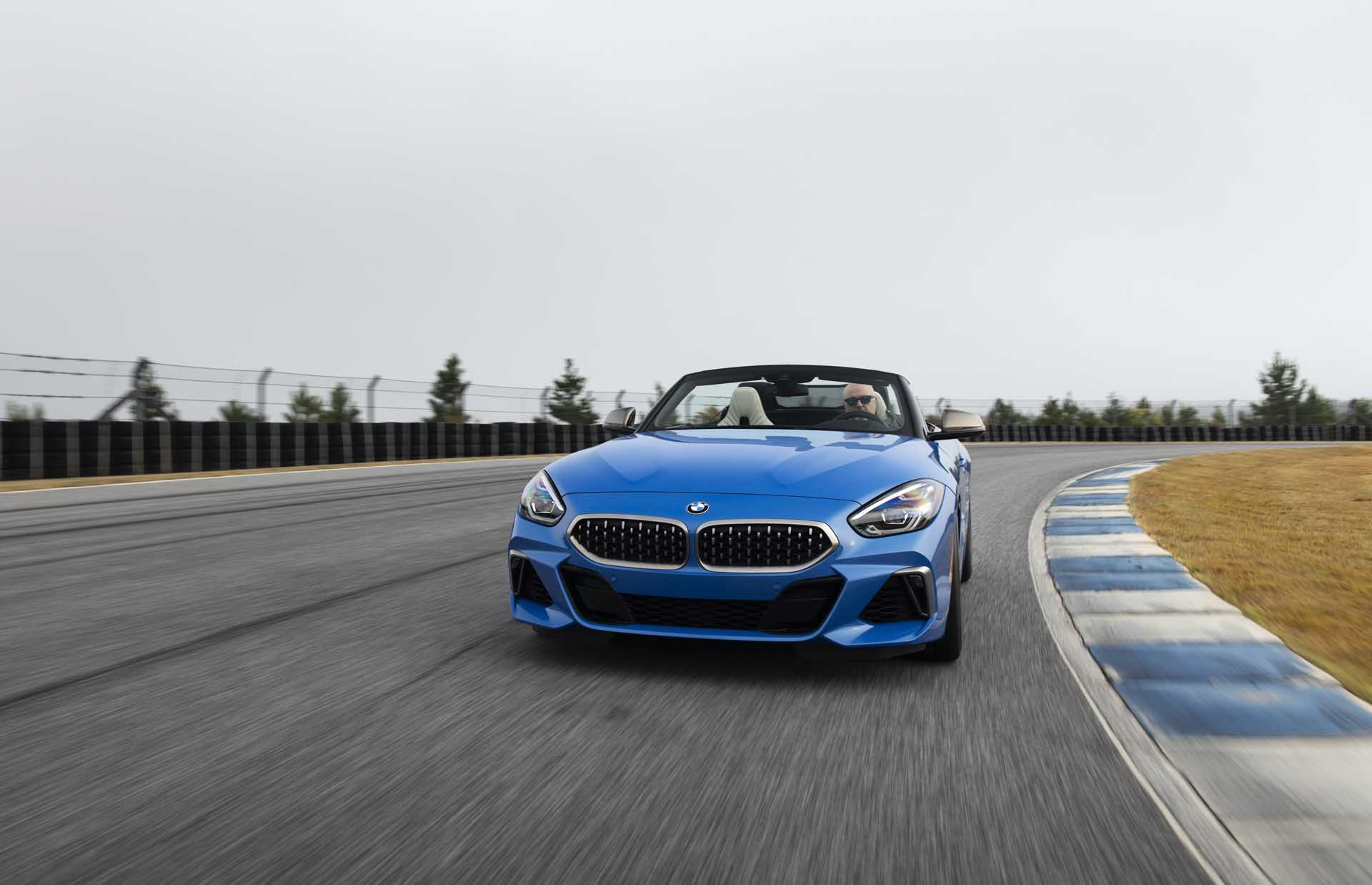 2020 BMW Z4 M40i Roadster (Color: Misano Blue Metallic) Front Wallpapers (1)