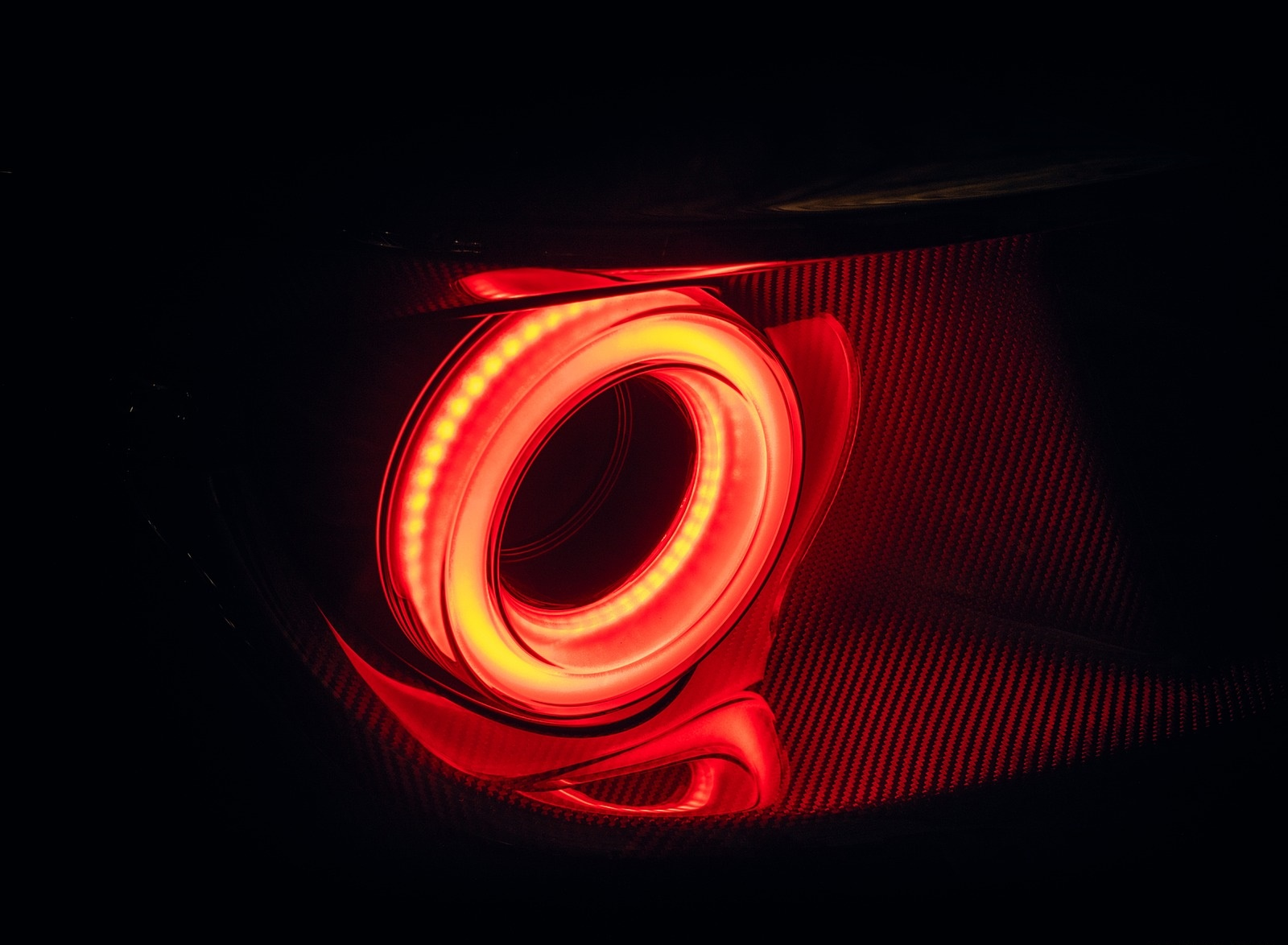 2020 Ford GT Liquid Carbon Tail Light Wallpapers (9)
