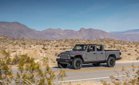 2020 Jeep Gladiator Mojave Front Three-Quarter Wallpapers 450x275 (6)
