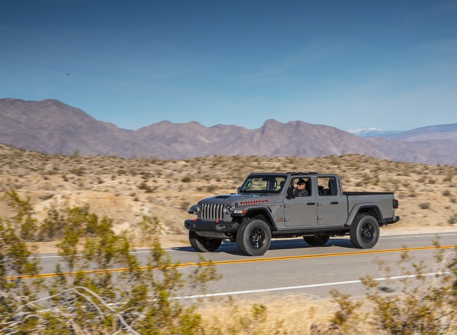 2020 Jeep Gladiator Mojave Front Three-Quarter Wallpapers (6)
