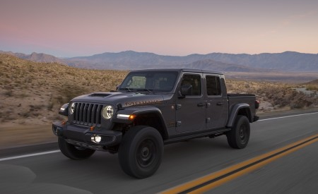 2020 Jeep Gladiator Mojave Front Three-Quarter Wallpapers 450x275 (2)