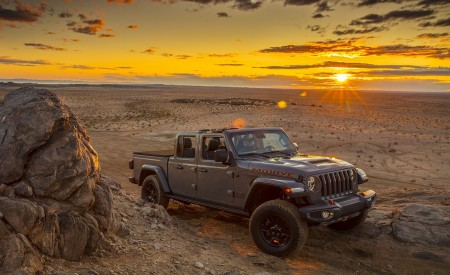 2020 Jeep Gladiator Mojave Front Three-Quarter Wallpapers 450x275 (36)