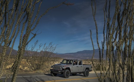 2020 Jeep Gladiator Mojave Front Three-Quarter Wallpapers 450x275 (8)