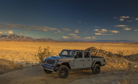 2020 Jeep Gladiator Mojave Front Three-Quarter Wallpapers 450x275 (44)