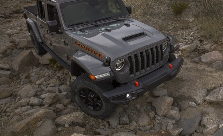 2020 Jeep Gladiator Mojave Front Three-Quarter Wallpapers 450x275 (38)