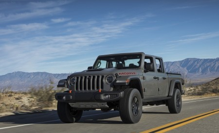 2020 Jeep Gladiator Mojave Front Three-Quarter Wallpapers 450x275 (9)