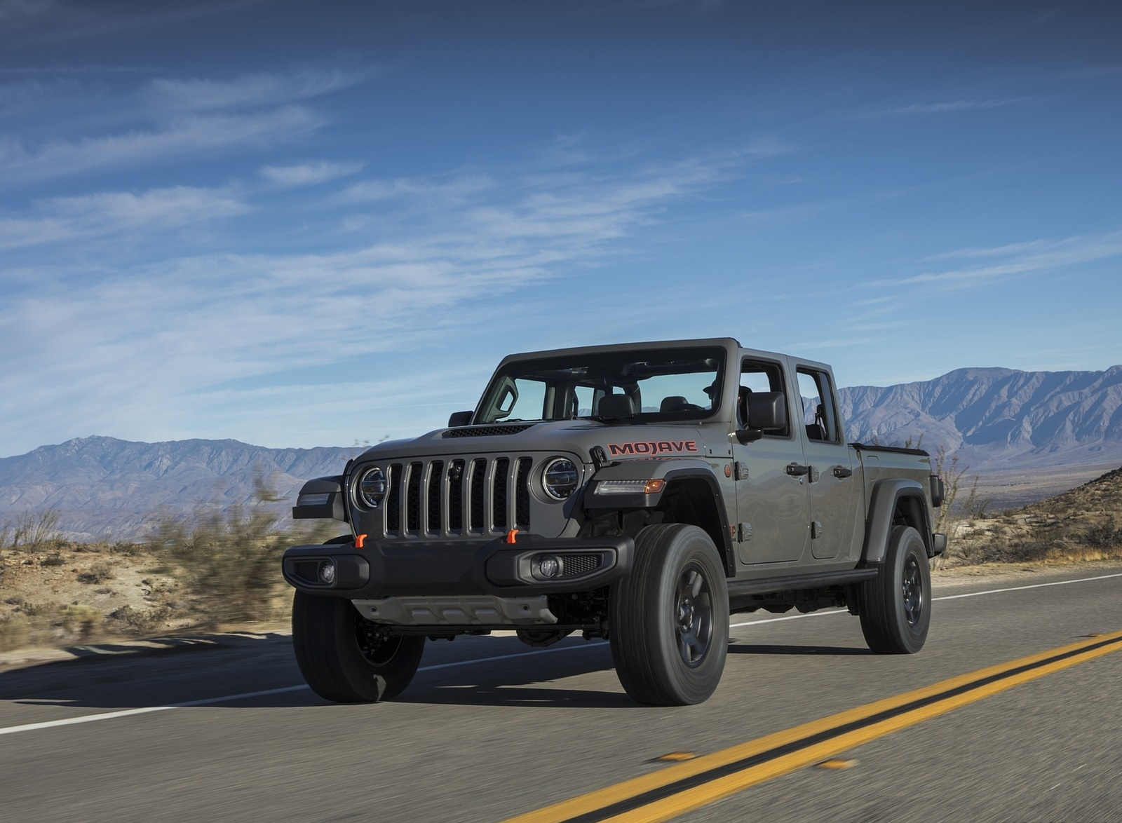 2020 Jeep Gladiator Mojave Front Three-Quarter Wallpapers (9)