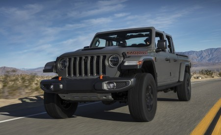 2020 Jeep Gladiator Mojave Front Three-Quarter Wallpapers 450x275 (10)