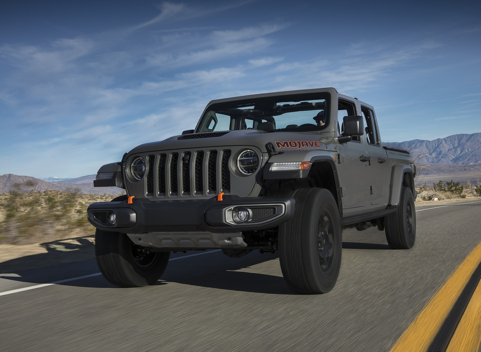 2020 Jeep Gladiator Mojave Front Three-Quarter Wallpapers (10)