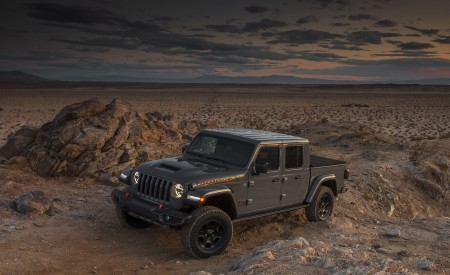 2020 Jeep Gladiator Mojave Front Three-Quarter Wallpapers 450x275 (40)