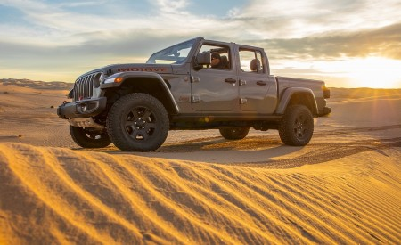 2020 Jeep Gladiator Mojave Off-Road Wallpapers 450x275 (29)