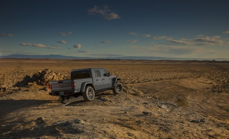 2020 Jeep Gladiator Mojave Rear Three-Quarter Wallpapers 450x275 (45)