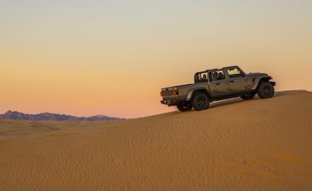 2020 Jeep Gladiator Mojave Rear Three-Quarter Wallpapers 450x275 (30)