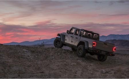 2020 Jeep Gladiator Mojave Rear Three-Quarter Wallpapers 450x275 (49)