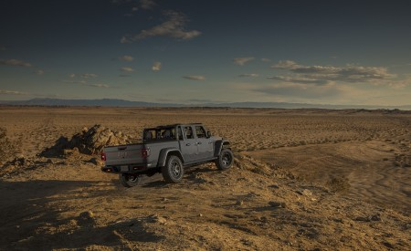 2020 Jeep Gladiator Mojave Rear Three-Quarter Wallpapers 450x275 (46)