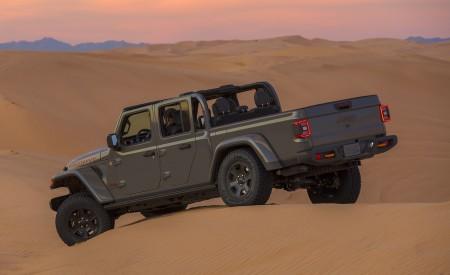 2020 Jeep Gladiator Mojave Rear Three-Quarter Wallpapers 450x275 (31)