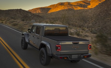 2020 Jeep Gladiator Mojave Rear Three-Quarter Wallpapers 450x275 (12)