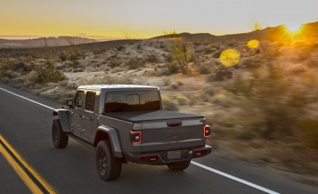 2020 Jeep Gladiator Mojave Rear Three-Quarter Wallpapers 450x275 (5)