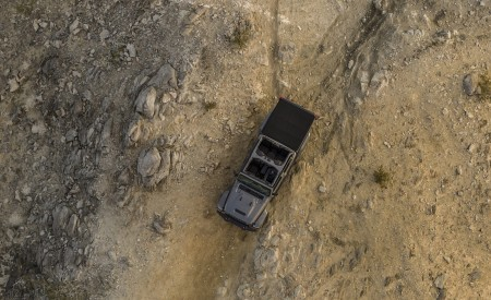 2020 Jeep Gladiator Mojave Top Wallpapers 450x275 (34)