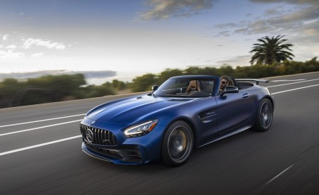 2020 Mercedes-AMG GT R Roadster (US-Spec) Front Three-Quarter Wallpapers 450x275 (3)