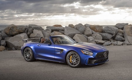 2020 Mercedes-AMG GT R Roadster (US-Spec) Front Three-Quarter Wallpapers 450x275 (32)