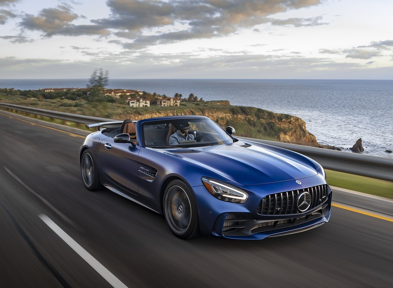 2020 Mercedes-AMG GT R Roadster (US-Spec) Front Three-Quarter Wallpapers (4)